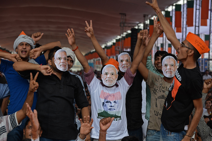 Indian supporters of the Bharatiya Janata Party(BJP) wear masks of Gujarat state Chief Minister and the Bharatiya Janata Party's (BJP) prime ministerial candidate, Narendra Modi, during an election rally in New Delhi on September 29, 2013 (AFP  Photo / Sajjad Hussain)