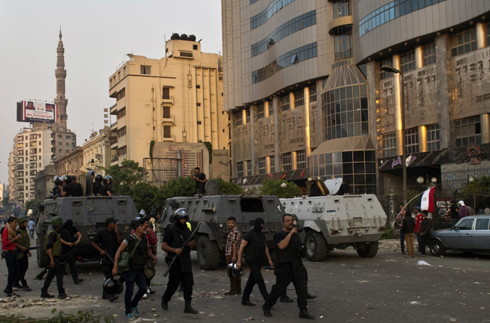 Egyptian riot police take positions during clashes with Muslim Brotherhood members on Ramsis street in downtown Cairo on October 6, 2013. (AFP Photo)