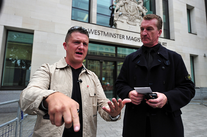 Stephen Yaxley-Lennon (L), also known as Tommy Robinson, the co-founder, spokesman and leader of the English Defence League (EDL) and EDL Deputy Leader Kevin Carroll (R) leave after attending Westminster Magistrates Court in central London, on September 11, 2013 (AFP Photo / Carl Court)