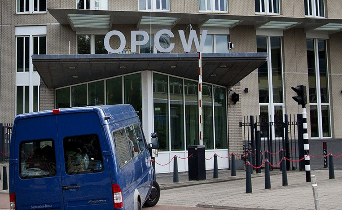 (FILES) A photo taken on August 31, 2013 in The Hague shows United Nations inspectors arriving in a van at the headquarters of the Organization for the Prohibition of Chemical Weapons (OPCW). (AFP Photo / Guus Schoonewille)