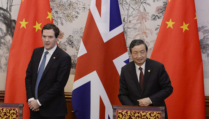 Britain's Chancellor of the Exchequer George Osborne (L) stands with Chinese vice premier Ma Kai (R) during a signing ceremony at Diaoyutai Guesthouse in Beijing on October 15, 2013. (AFP Photo / Kota Endo)