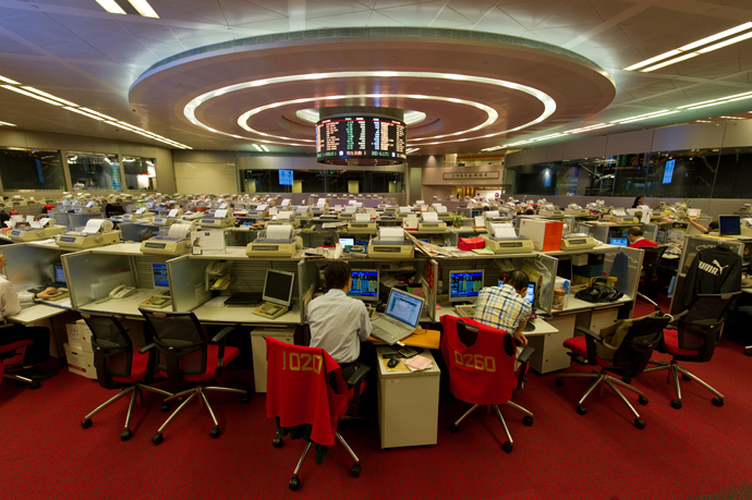 Traders work on the floor of the Hong Kong Stock Exchange (AFP Photo / Antony Wallace)
