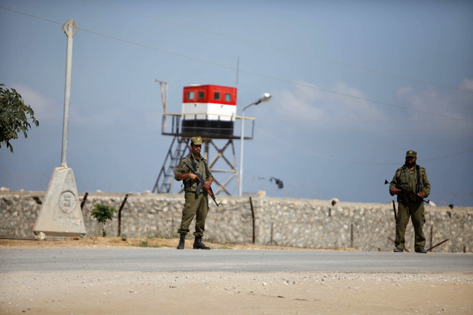 Palestinian members of security forces loyal to Hamas stand guard on the border between Egypt and southern Gaza Strip July 5, 2013. (Reuters/Ibraheem Abu Mustafa)