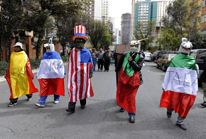 Protesters march towards the US embassy in La Paz on July 8, 2013 to burn an effigy of US President Barack Obama and a coffin with flags of Spain, Portugal, France and Italy, a week after Bolivian President Evo Morales's plane, flying home from a trip to Moscow last week, was forced to make an unscheduled stopover in Vienna after these four European nations temporarily closed their airspace over groundless rumours that fugitive US intelligence leaker Edward Snowden was aboard the jet. (AFP Photo / Jorge Bernal)