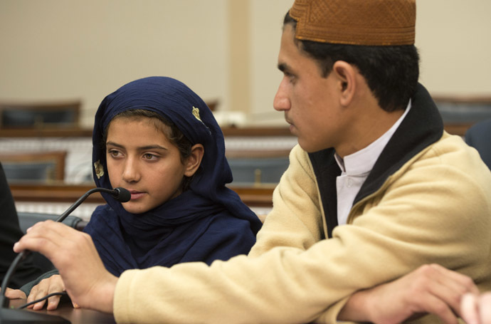 Nabeela ur Rehman (L), 9, who was injured by a US drone strike in Pakistan,speaks as her brother Zubair Rehman (R) looks on during a press conference on Capitol Hill in Washington, DC, October 29, 2013. (AFP Photo/Jim Watson)