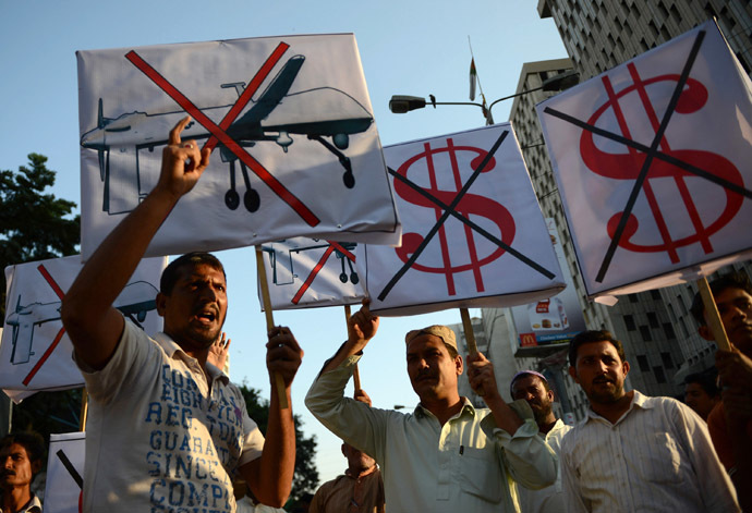 Pakistani protesters shout anti-US slogans during a demonstraion in Karachi on October 23, 2013, against US drone attacks in the Pakistani tribal region. (AFP Photo/Asif Hassan)