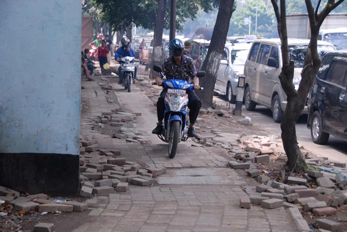 Jakarta - public sidewalk. Photo by Andre Vltchek