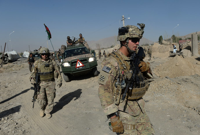 US soldiers arrive at the site of a suicide attack in Maidan Shar, the capital city of Wardak province south of Kabul on September 8, 2013. (AFP Photo/Shah Marai)
