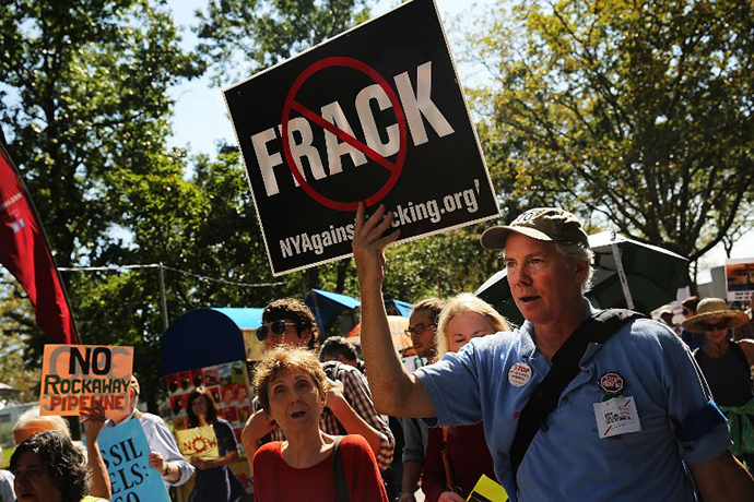 Anti-fracking activists demonstrate in lower Manhattan on September 21, 2013 in New York City. (AFP Photo / Spencer Platt)