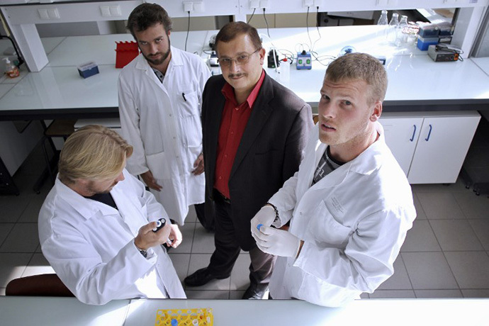 Professor of the University of Caen, Gilles-Eric Seralini (2ndR), poses in a laboratory with his team in Caen. (AFP Photo / Charly Triballeau)