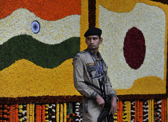An Indian police commando stands guard prior to Japanese Emperor Akihito and Empress Michiko's visit to the Lodhi Gardens in New Delhi on December 1, 2013. (AFP Photo / Findlay Kember)