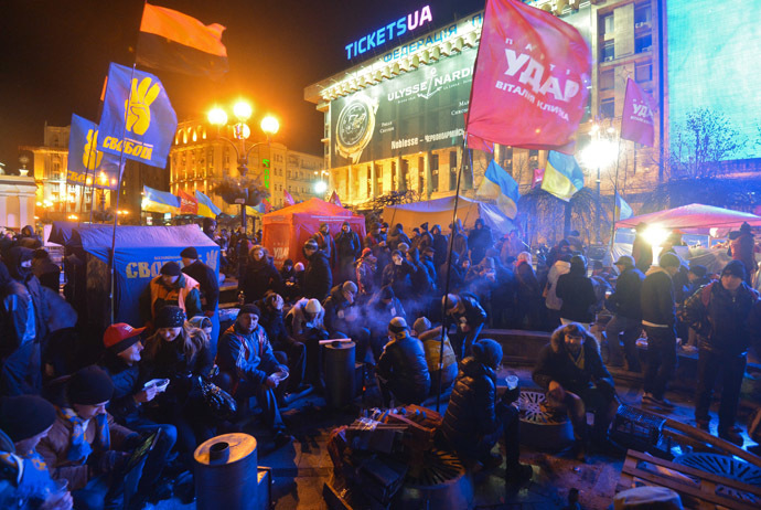 Participants of rallies held by supporters of Ukraine's European integration are on Independence Square in Kiev. (RIA Novosti/Alexey Kudenko)