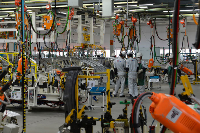 Workers are seen in a workshop inside the PSA Peugeot, Citroen's fourth Chinese factory in Shenzhen, south China's Guangdong province.(AFP Photo / STR)