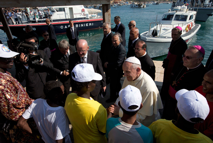 Pope Francis talks with migrants at Lampedusa Island, southern Italy, July 8, 2013. (Reuters / Alessandra Tarantino / Pool)