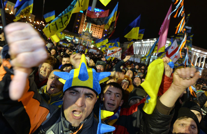 People shout slogans during the rally of the opposition on Independence Square in Kiev on December 5, 2013. (AFP Photo/Sergei Supinsky)