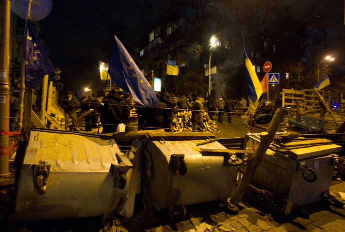 Pro-European integration protestors block a road and build a barricade near the Ministry of internal affairs in Kiev, December 9, 2013. (Reuters / Vasily Fedosenko)