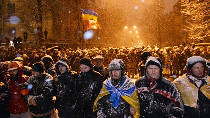 'Mass rallies in Ukraine follow a script'