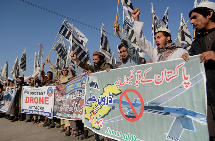 Supporters of Pakistan's banned Islamic group Jamaat-ud-Dawa (JuD) carry banners and shout anti-US slogans during a protest against US drone strikes in Pakistan's tribal region, in Peshawar on November 29, 2013. (AFP Photo/A Majeed)