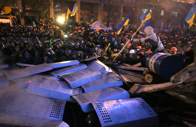 Pro-European integration protesters standing behind barricades confront a line of riot police approaching at Independence Square in Kiev December 11, 2013. (Reuters / Maxim Zmeyev)