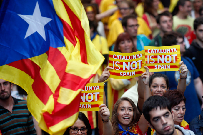 "Separatist protesters hold up placards as they demonstrate during ""Diada de Catalunya"" (Catalunya's National Day) in central Barcelona (Reuters / Albert Gea)"