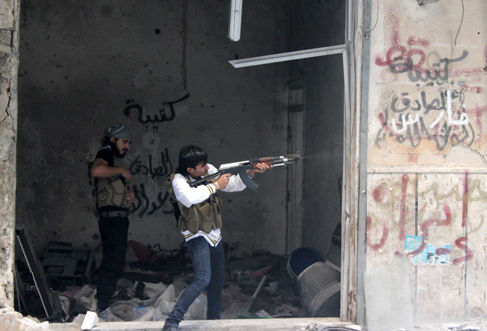 A rebel fighter from the Free Syrian Army fires his weapon during fighting against government forces on November 18, 2013 in the Salah al-Din neighbourhood of the northern Syrian city of Aleppo. (AFP Photo/Mahmud Al-Halabi)
