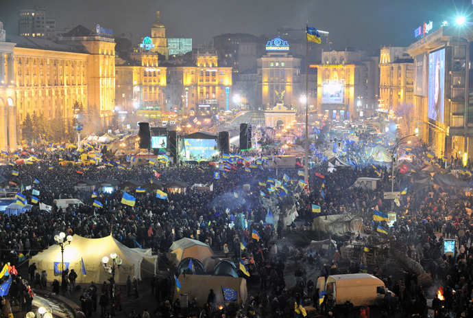 Photo shows Independence Square in central Kiev from above as protesters gather for an opposition rally on December 17, 2013 (AFP Photo / Genya Savilov)