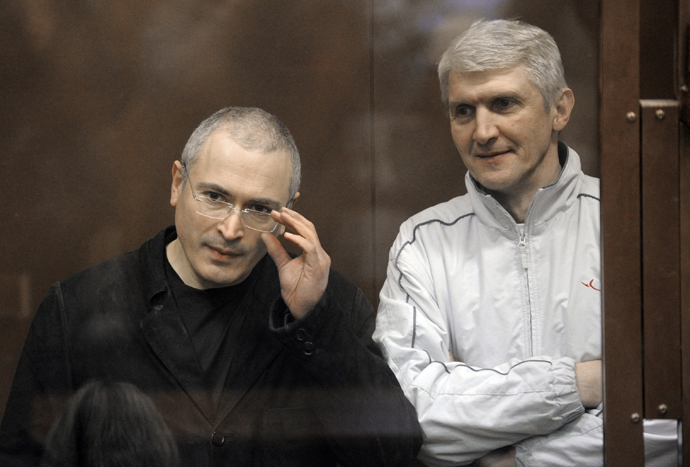 Former Yukos head Mikhail Khodorkovsky, left, and former Menatep head Platon Lebedev at Moscow's Khamovniki district court. (RIA Novosti / Grigoriy Sisoev)