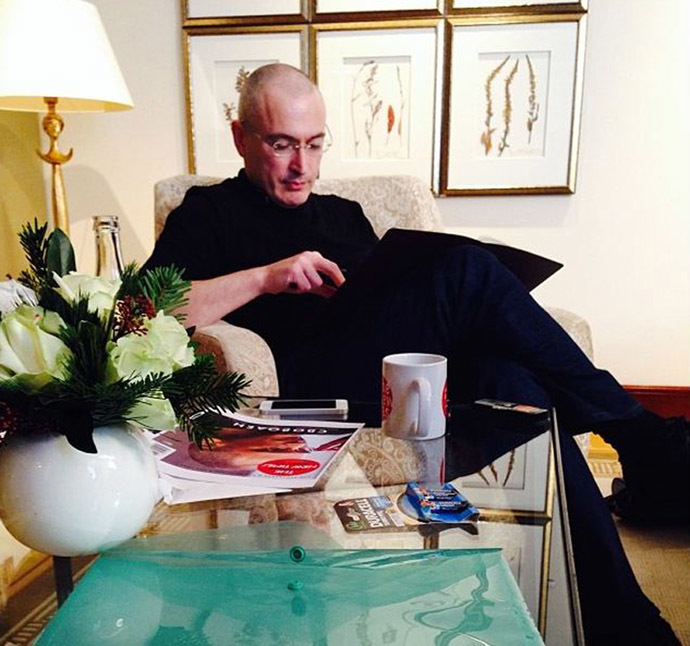 A handout picture released by Newtimes.ru on December 21, 2013 shows Mikhail Khodorkovsky during his first interview after his release with the editor in chief of the Russian weekly newspaper 'Newtimes', Yevgenia Albats (not pictured), in the hotel 'Adlon' in Berlin, Germany. (AFP/Newtimes.ru)
