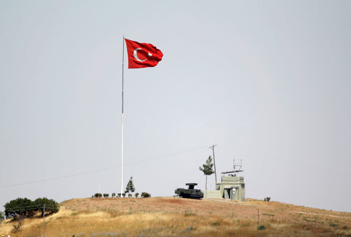 A mobile missile launcher is positioned near the Turkish flag at a military base on the Turkish-Syrian border in Oncupinar.(Reuters / Osman Orsal)