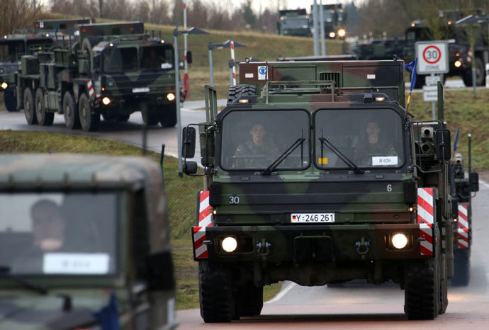 A convoy transporting 'Patriot' missiles sets off in Sanitz, northern Germany, on January 6, 2013.(AFP Photo / Bernd Wustneck)
