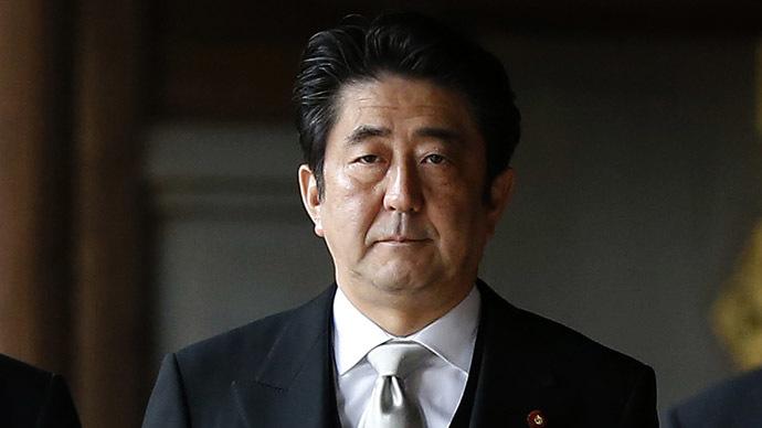 Yasukuni shrine: Japan's Abe spirited away