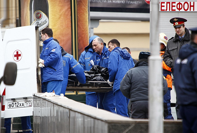 Rescuers taking the remains of victims away from the Lubyanka metro station, where a number of people were killed by the explosion. (RIA Novosti/Andrei Stenin)