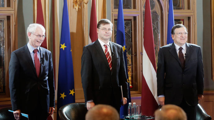 From L-R: President of the European Council Herman Van Rompuy, Latvia's Prime Minister Valdis Dombrovskis and President of the European Commission Jose Manuel Barroso attend event hosted in honour of the euro introduction in Latvia in Riga January 10, 2014.(Reuters / Ints Kalnins)