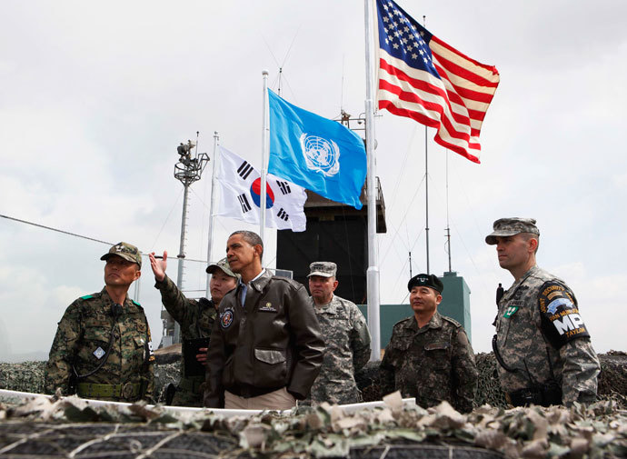 U.S. President Barack Obama visits U.S. military personnel stationed at Observation Post Ouellette along the Demilitarized Zone (DMZ) which borders North and South Korea, outside Seoul, March 25, 2012.(Reuters / Larry Downing)