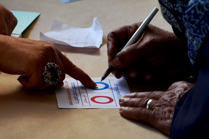 A woman fills in a ballot paper as she votes on a new constitution at a polling station in the coastal Egyptian city of Alexandria on January 14, 2014 during the vote (AFP Photo / Mohamed Abdelaziz)