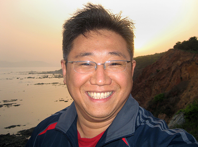 This undated handout photo recieved from FreeKenNow.com on October 12, 2013 shows US citizen Kenneth Bae, a 44-year-old US citizen jailed in North Korea who is also known by his Korean name Pae Jun-Ho, posing for a photo at an undisclosed location. (AFP Photo)