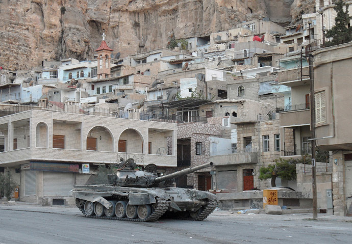 A Syrian army tank is seen in the Christian town of Maalula on September 11, 2013. (AFP Photo)