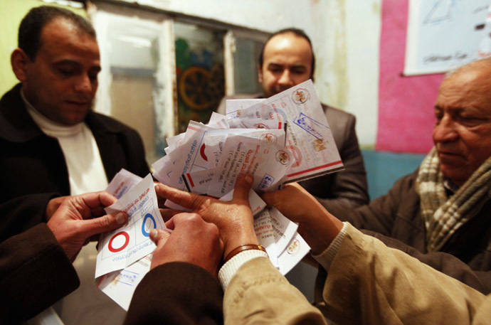 Officials count ballots after polls closed in Cairo, January 15, 2014. (Reuters)