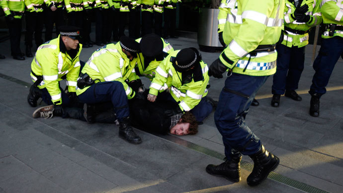 Police arrest a demonstrator during a march against the raising of tuition fees in Manchester, northern England January 29, 2011.(Reuters / Phil Noble)