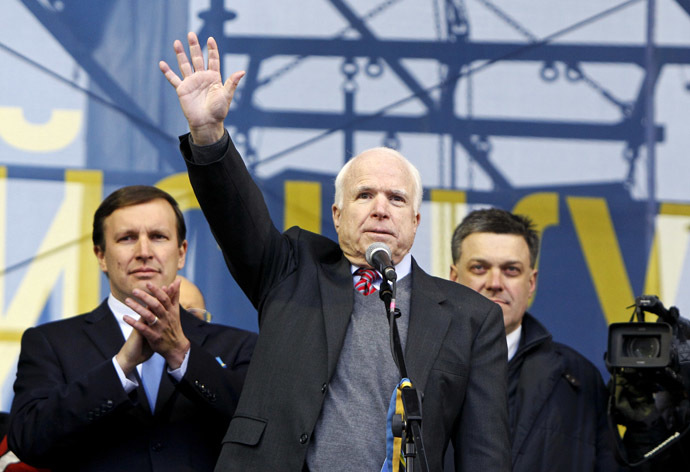 U.S. Senator John McCain (C) waves to pro-European integration protesters during a mass rally at Independence Square in Kiev December 15, 2013. (Reuters/Gleb Garanich)