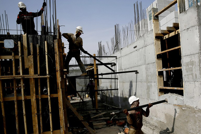 Palestinian laborers work on a construction site in Ramat Shlomo, a Jewish settlement in the mainly Palestinian eastern sector of Jerusalem, on October 30, 2013. (AFP Photo / Gali Tibbon)