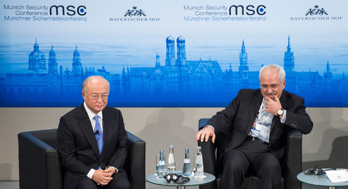International Atomic Energy Agency (IAEA) Director General Yukiya Amano (L) and Iran's Foreign Minister Mohammad Javad Zarif attend the annual Munich Security Conference February 2, 2014 (Reuters / Lukas Barth)