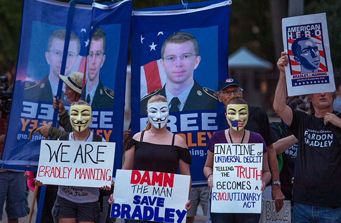 Protesters from a coalition of groups demonstrate the conviction of Wikileaker Bradley Manning late August 21, 2013 in front of the White House in Washington, DC. (AFP Photo / Paul J. Richards)