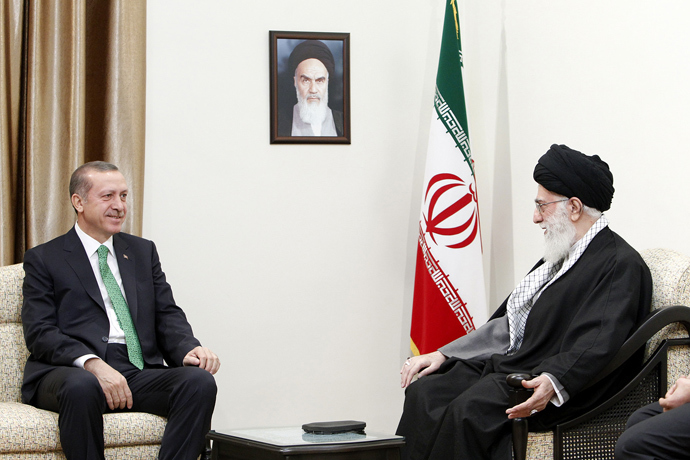 Iran's supreme leader, Ayatollah Ali Khamenei (R) with Turkish Prime Minister Recep Tayyip Erdogan in Tehran on January 29, 2014. (AFP Photo / HO / Iranian Supreme Leader's Website)