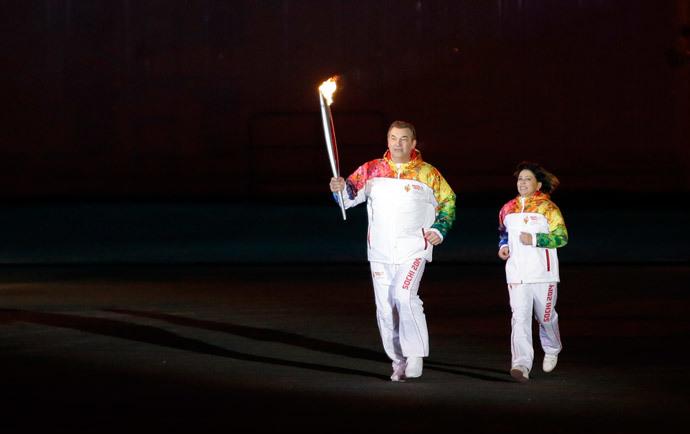 Former hockey player Vladislav Tretiak (L) and figure skater Irina Rodnina run to light the Olympic cauldron during the opening ceremony of the 2014 Winter Olympics in Sochi February 7, 2014 (Reuters / Matt Slocum)