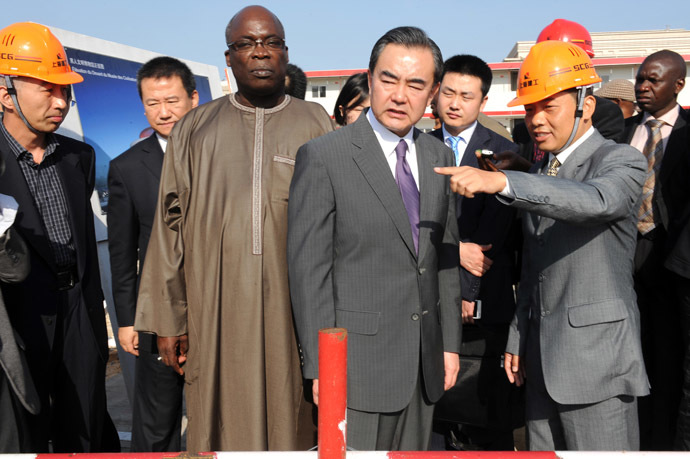 "China's Foreign Minister Wang Yi (C), flanked by Senegal's Culture Minister Abdou Azize Mbaye (C-L), visits the construction site of Senegal's Chinese-funded Museum of ""Civilisations Noires"" (Black civilizations) on January 11, 2014 in Dakar. (AFP Photo)"