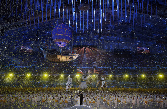 Confetti rains down at the end of the closing ceremony for the 2014 Sochi Winter Olympics, February 23, 2014. (Reuters/Phil Noble)