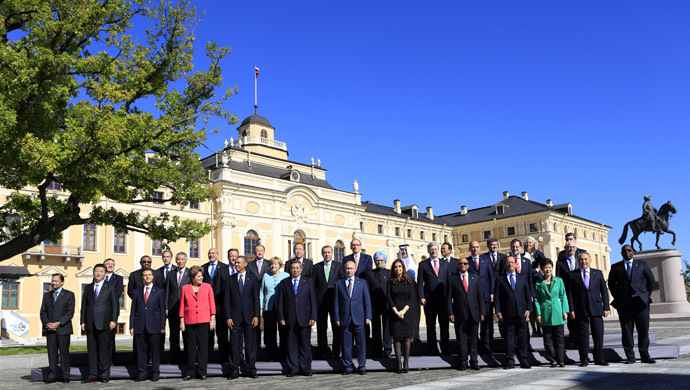 Leaders pose for a group photo at Constantine Palace during the G20 Summit in St. Petersburg September 6, 2013. (Reuters/Kevin Lamarque)