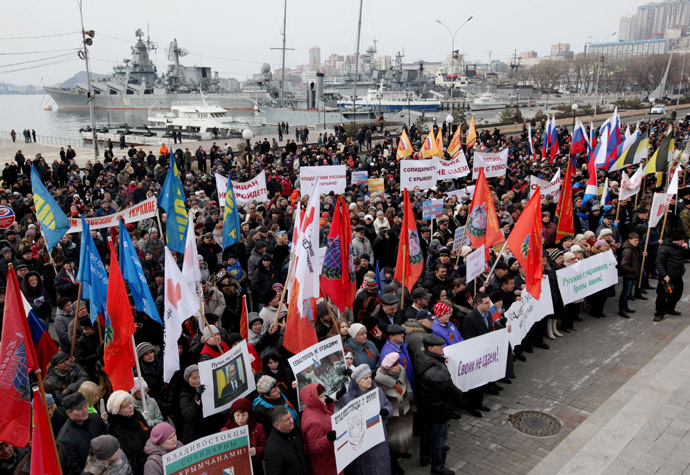 Participants of a rally on Korabelnaya Embankment, Vladivostok voice their support for Russian speakers in Ukraine and the friendship between the fraternal peoples. (RIA Novosti)
