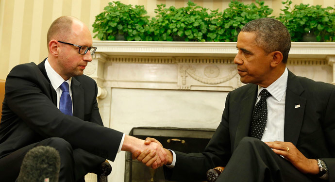 U.S. President Barack Obama shakes hands as he hosts a meeting with Ukraine Prime Minister Arseniy Yatsenyuk (L) in the Oval Office of the White House in Washington, March 12, 2014.(Reuters / Larry Downing)